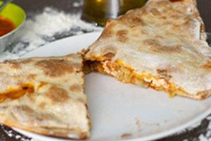 Pizza calzone con champiñones y calabacín