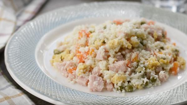 Colirroz tres delicias. El falso arroz de coliflor que está triunfando