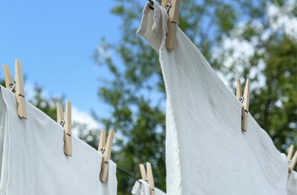 ¿Cómo quitar manchas difíciles en la ropa?