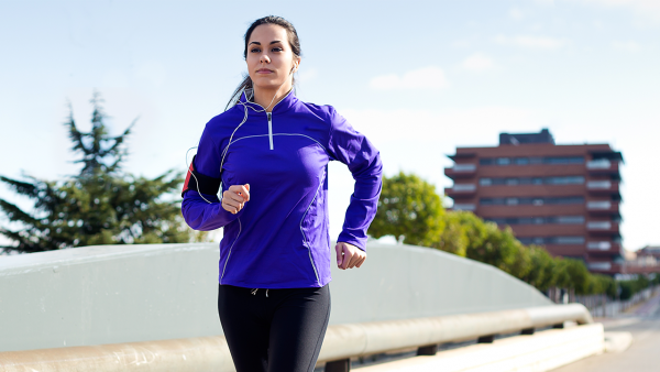 Cómo hacer deporte fuera de casa con seguridad. Propósitos saludables Dialprix de mayo.