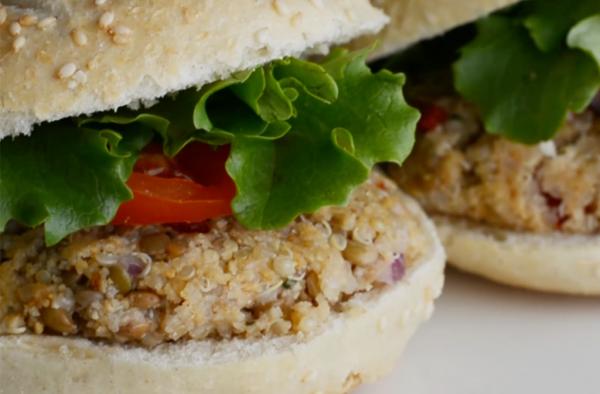 Receta saludable de hamburguesa de quinoa y lentejas