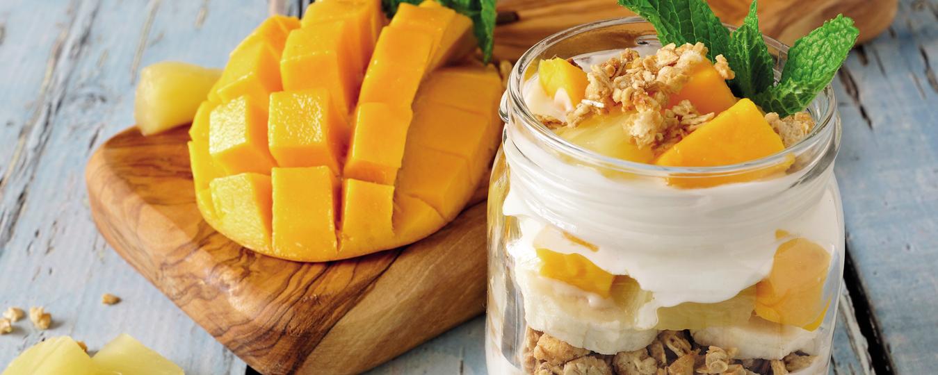 Vasitos de fruta y yogurt