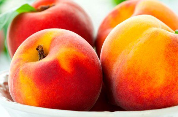5 razones para comer frutas con hueso