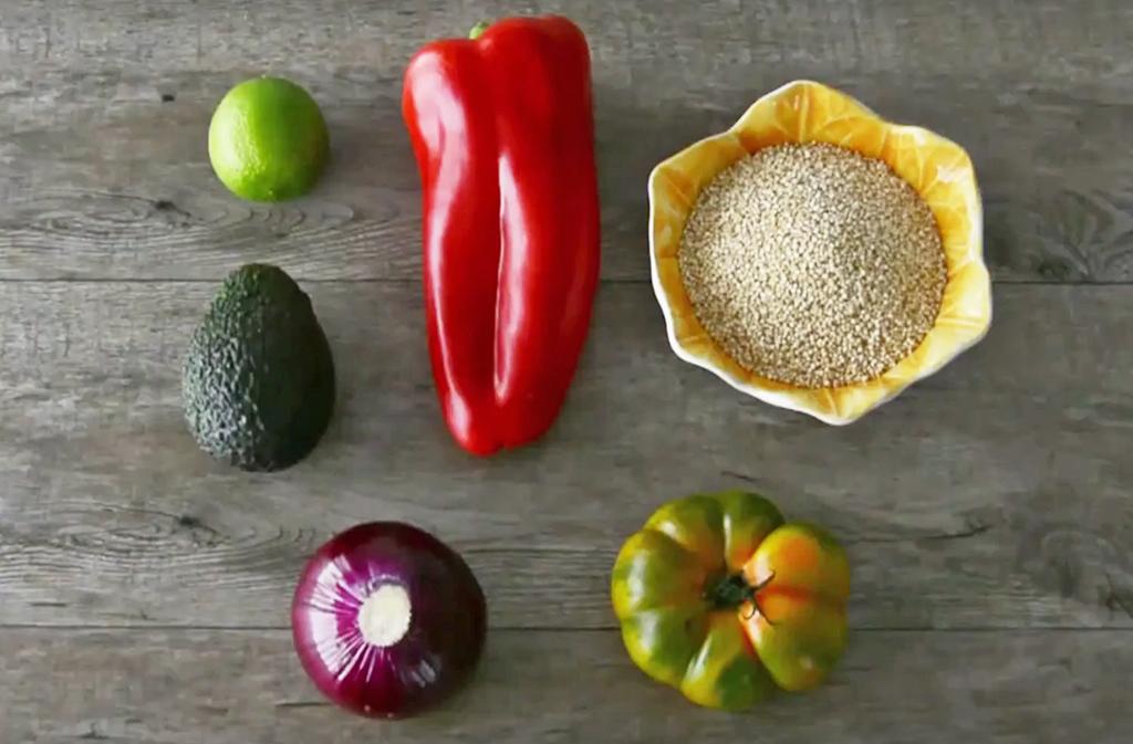 Receta saludable de quinoa con vegetales frescos