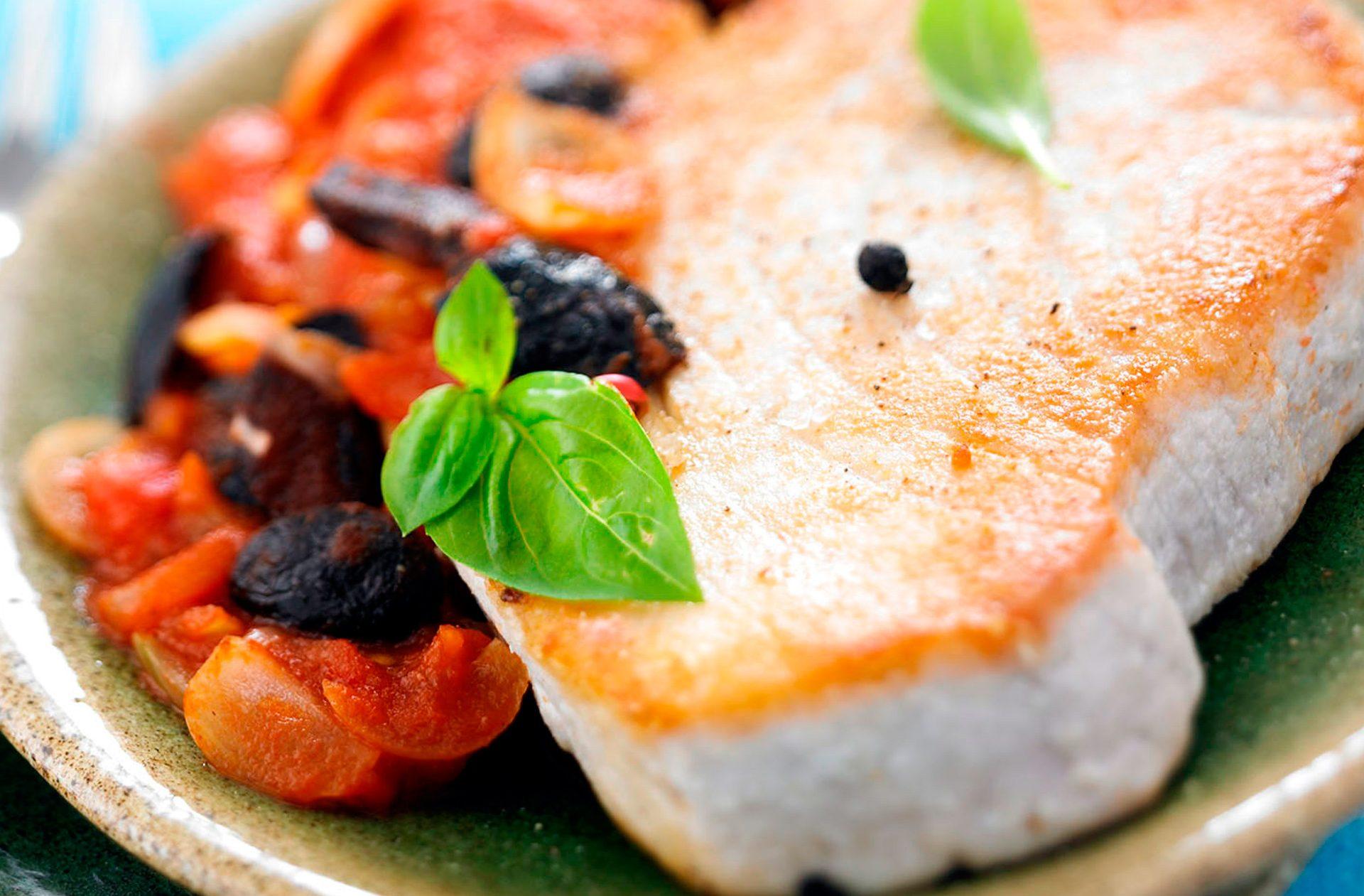 Receta de solomillo de atún con tomate